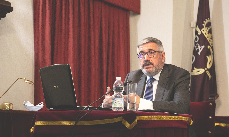 El doctor Alfredo Michán diserta sobre la pandemia del COVID-19 en Jerez