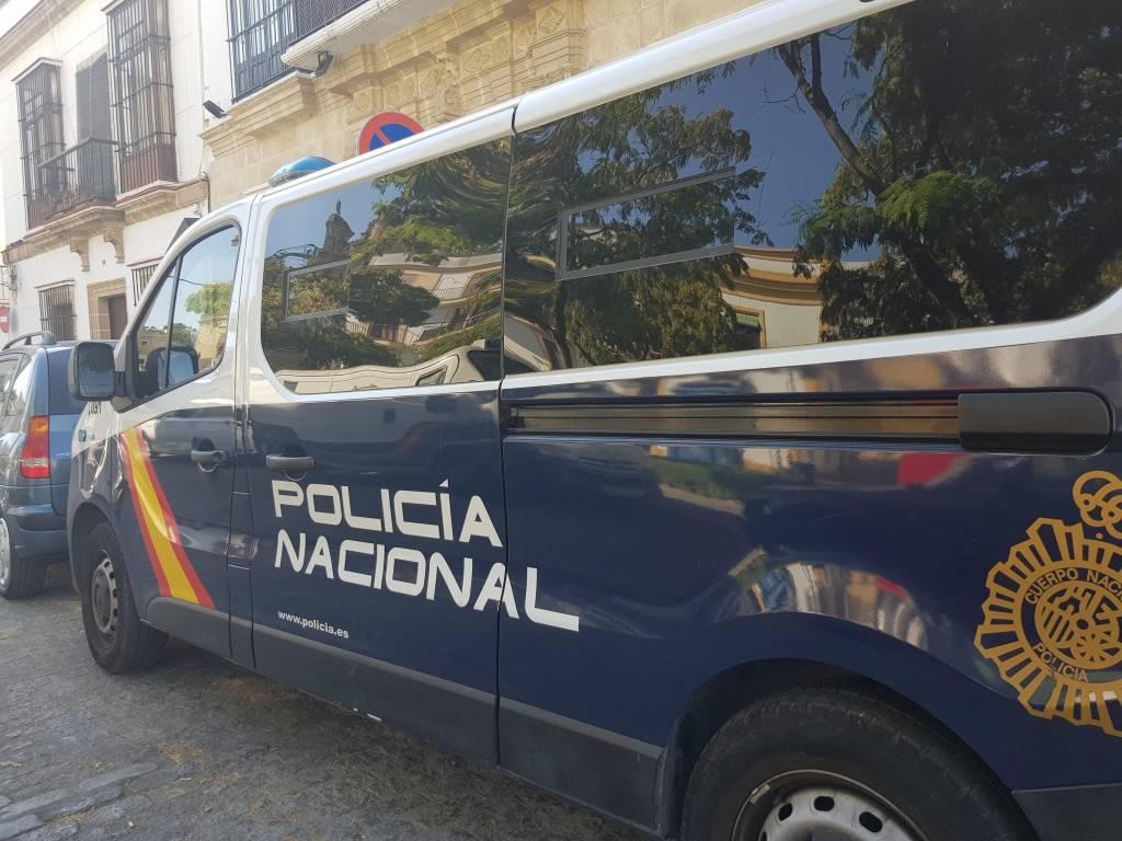 La Policía Nacional sorprende a dos ladrones en una vivienda de la Barriada España