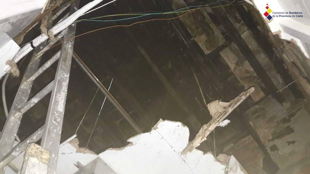 Desalojado el restaurante 'Universo Santi' por un incendio en su interior