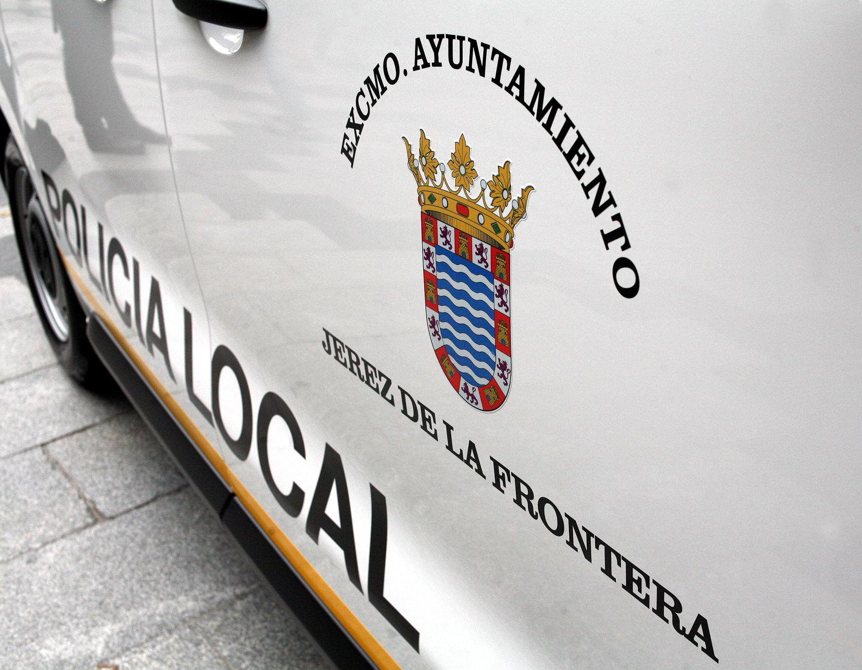 El Ayuntamiento de Mamen Sánchez mantiene coches de Policía Local sin poder repostar gasolina