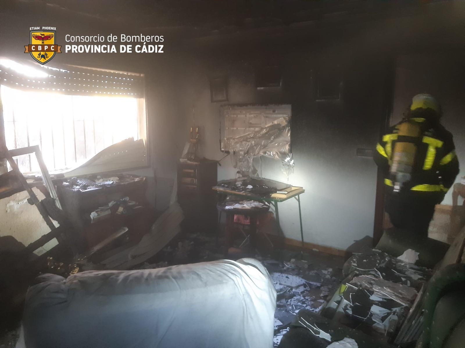Arde una vivienda en la calle Oloroso de Jerez