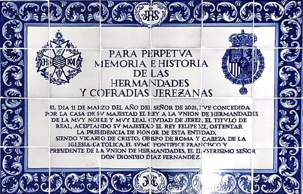 Presentado el azulejo conmemorativo del título de Real Unión de Hermandades