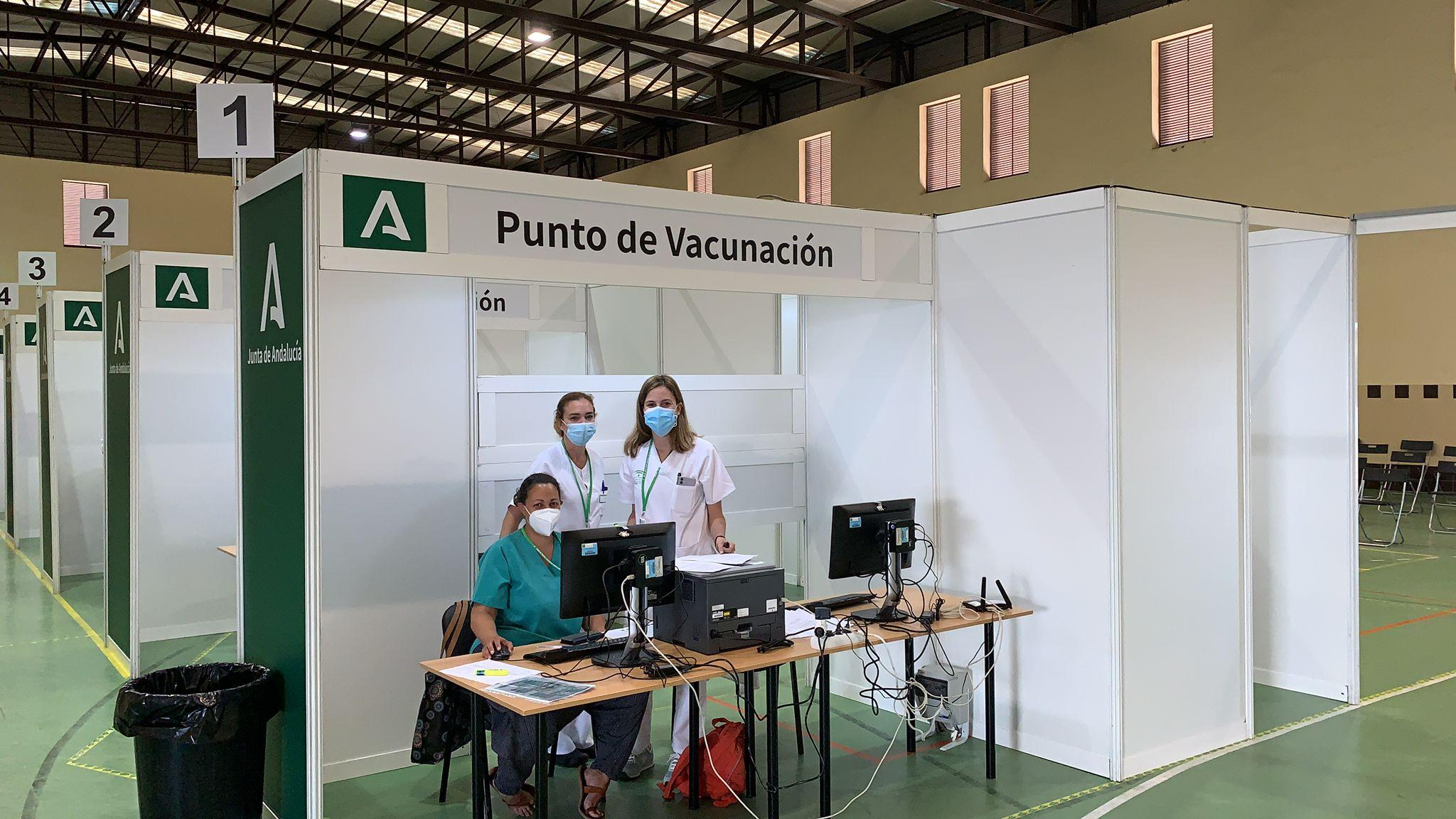 """Comienza la vacunación masiva en el Polideportivo Antonio Vega """"Veguita"""" de Jerez"""