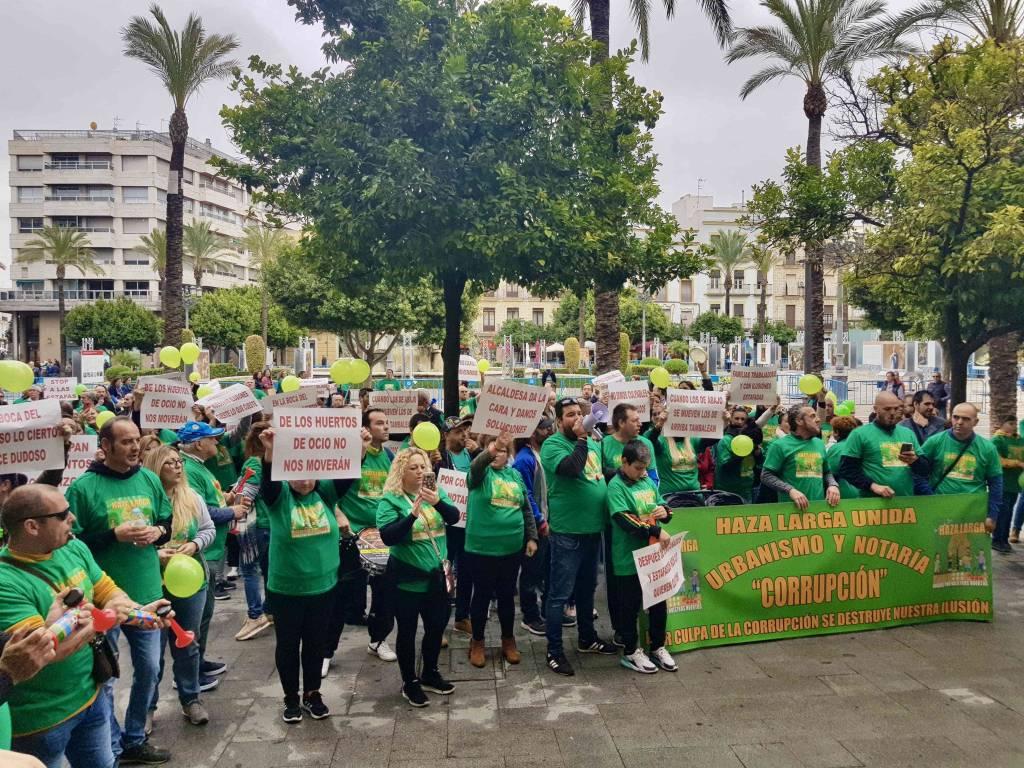 Huerteros acusan a Urbanismo de corrupción tras ser obligados al desalojo de sus parcelas