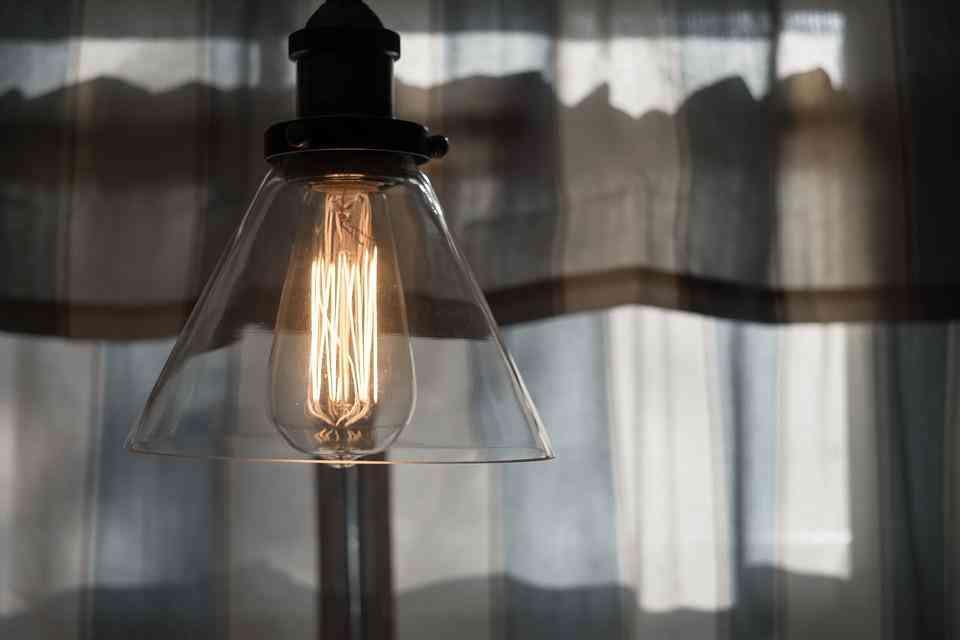 La factura de la luz sube casi un 5 por ciento en el último mes