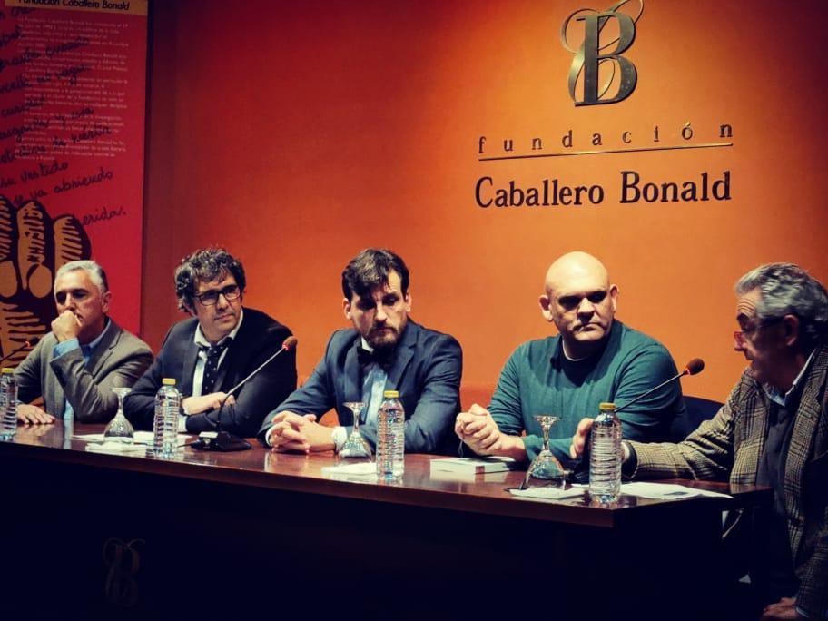 Numerosa presentación del libro 'Con fina desobediencia', de Fermín de la Calle