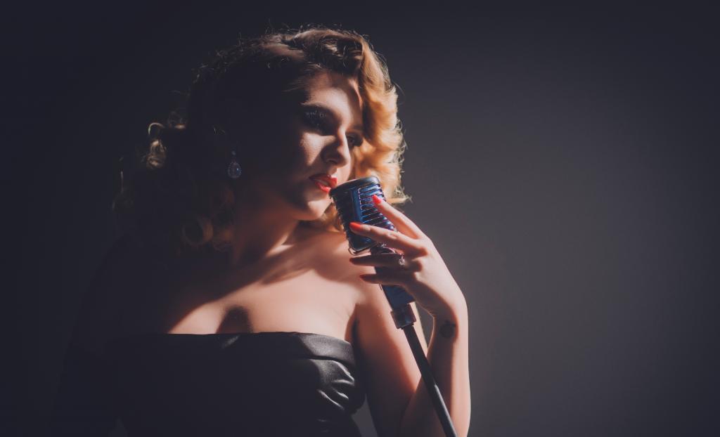 Laura Gallego busca reinventar la copla con su nuevo disco 'Sin fronteras'