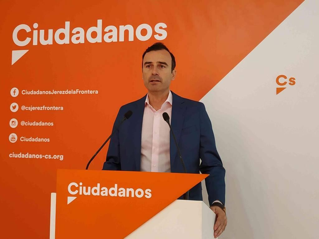 Manuel Méndez (Cs) acusa a Mamen Sánchez de ''jugar con la industria turística de Jerez''