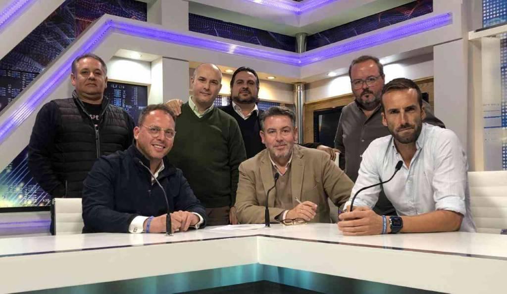 Cofrademanía: ''Actualmente estoy vistiendo casi noventa imágenes, desde Madrid hasta Sanlúcar''