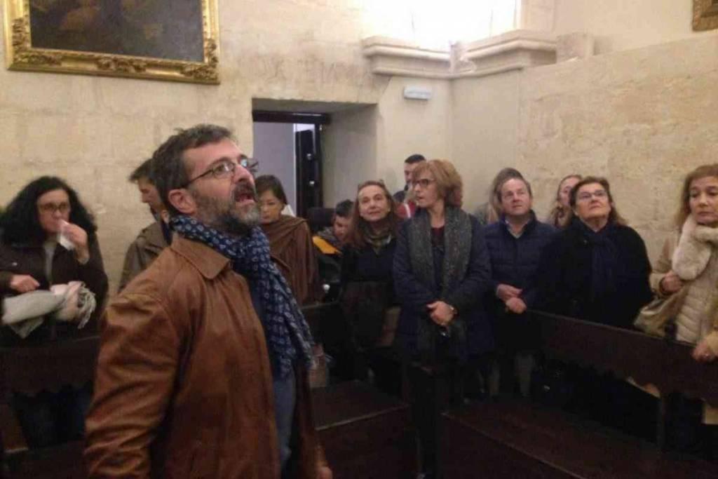 Numerosa participación en la visita a la Capilla de la Jura
