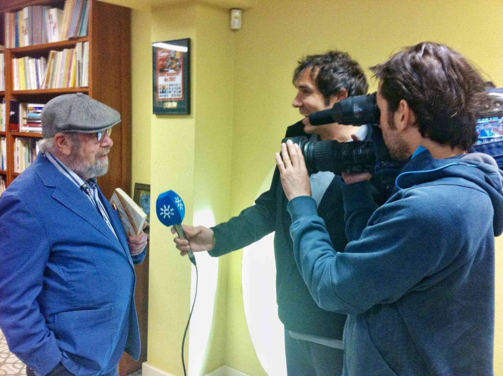 El poeta jerezano Caballero Bonald cumple 93 años lamentando ''el desajuste'' del panorama electoral