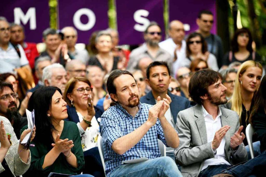 Pablo Iglesias hace campaña desde el Club Nazaret