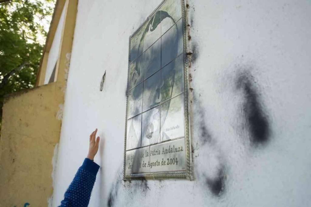 Así han destrozado el monumento a Blas Infante en Jerez