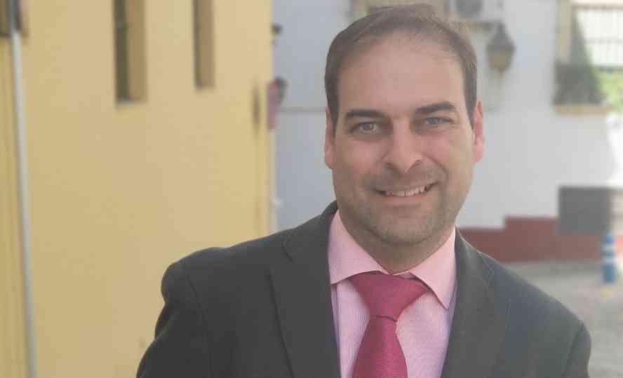 Alberto Espinosa, elegido para pronunciar la Oración Poética del Perdón