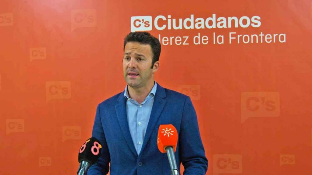 Pérez (Cs): ''Es vergonzoso que el Ayuntamiento de Mamen Sánchez tarde en pagar facturas más de 400 días''