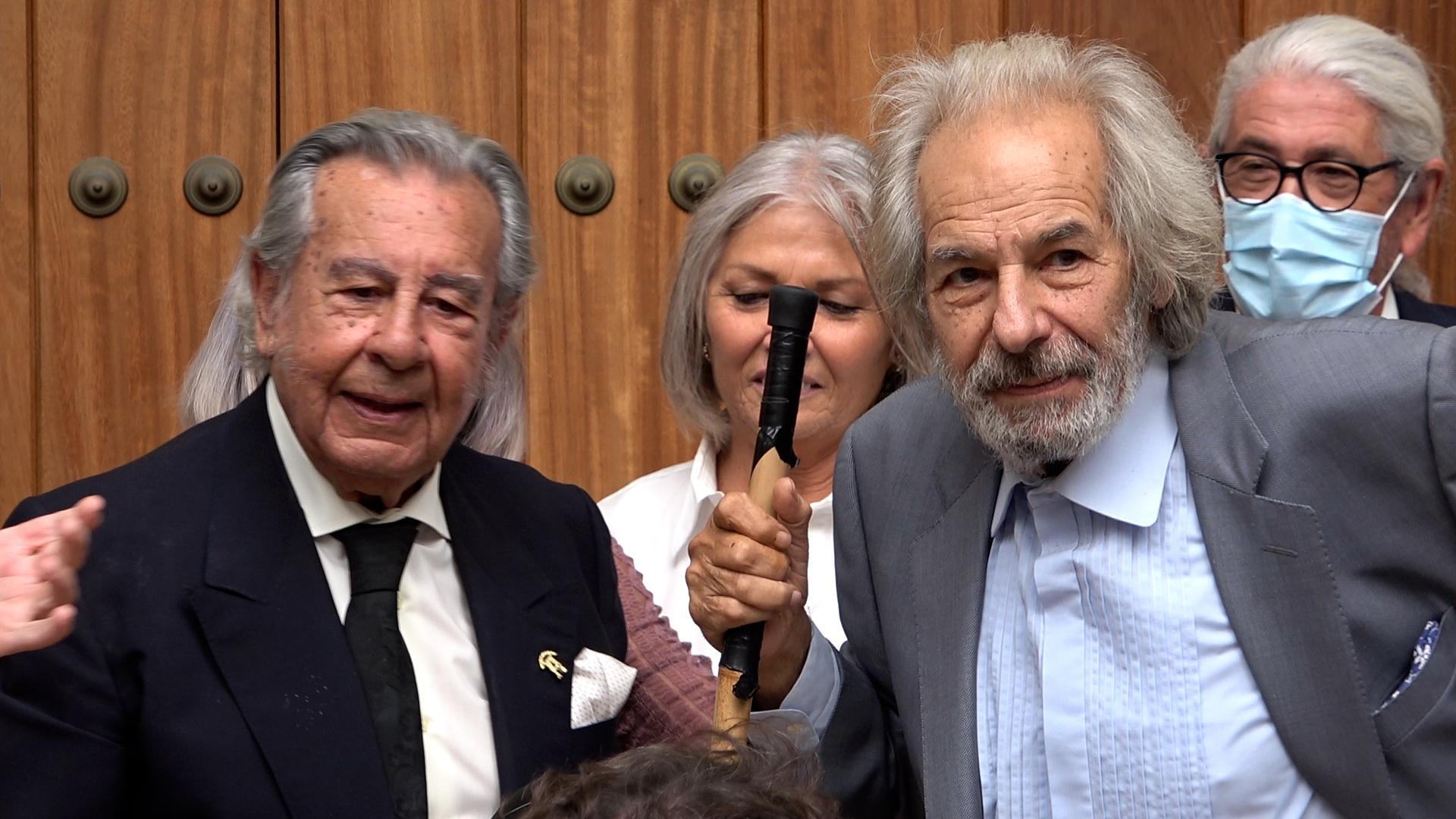 TV: Manuel Morao recibe de manos de Rafael de Paula la insignia de oro de la P.F. Tío José de Paula