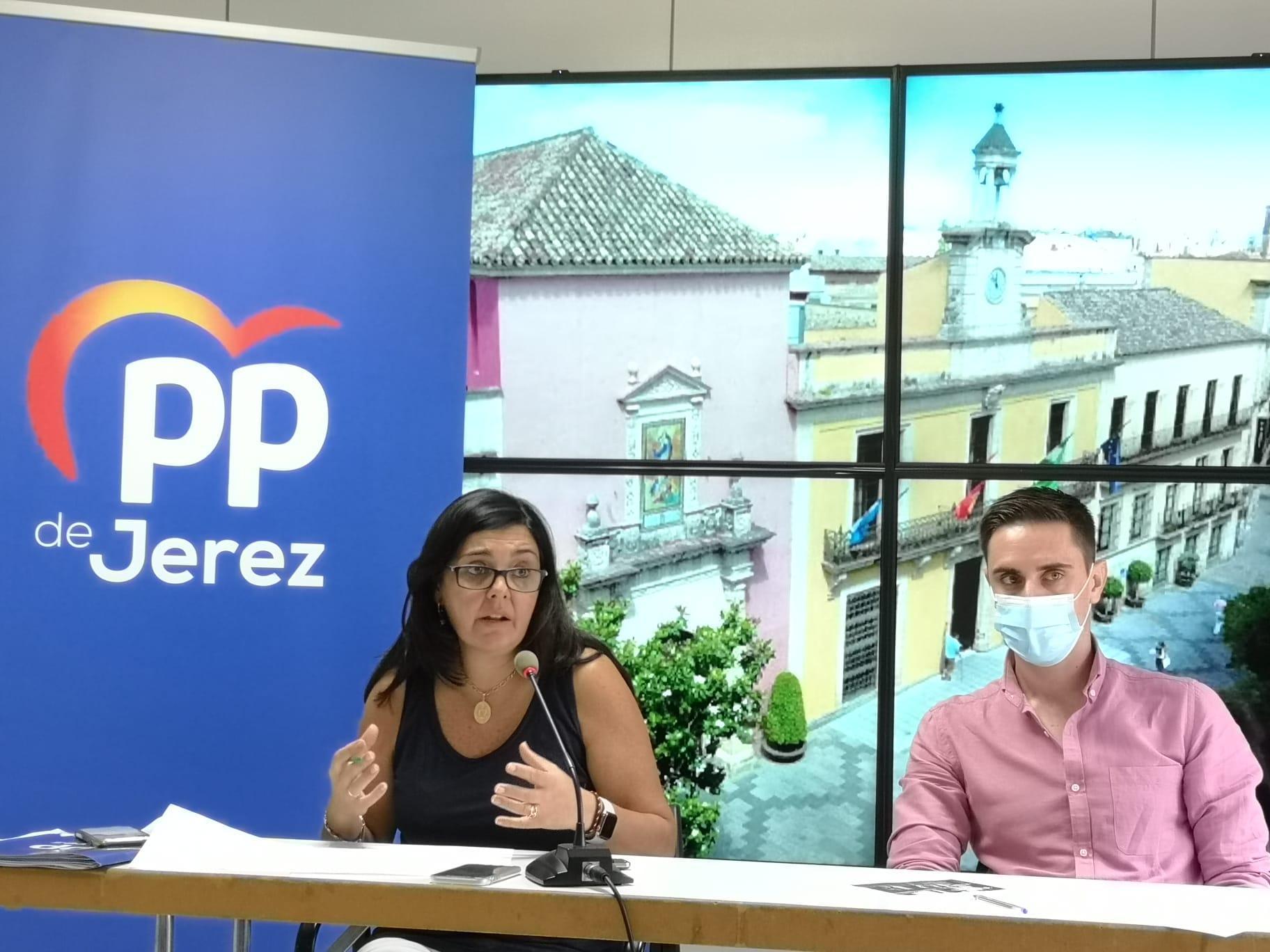 """""""Mamen Sánchez ni paga la deuda ni gasta el Presupuesto en los jerezanos"""""""