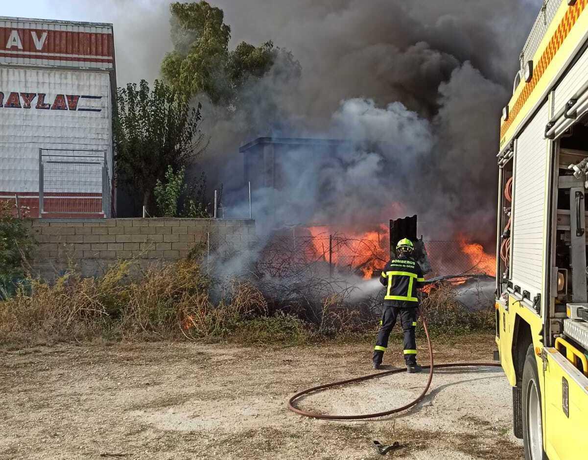 Bomberos intervienen en dos incendios en Jerez con el resultado de un caballo fallecido