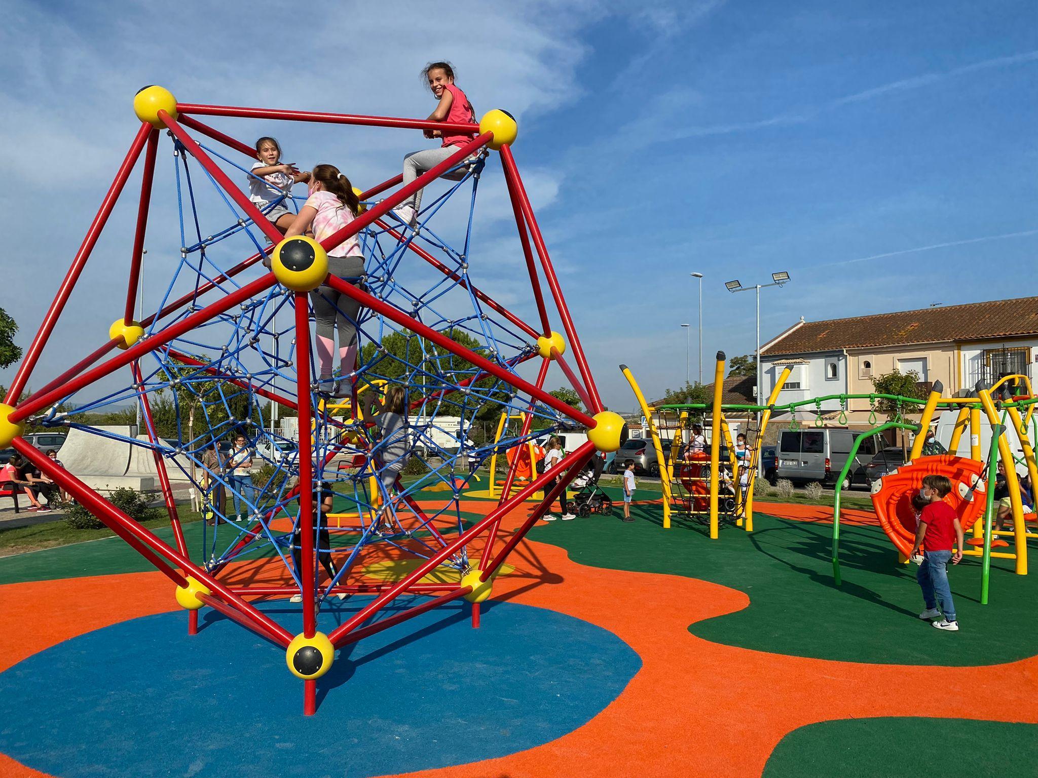 Guadalcacín inaugura su nuevo espacio deportivo y de ocio para niños y jóvenes