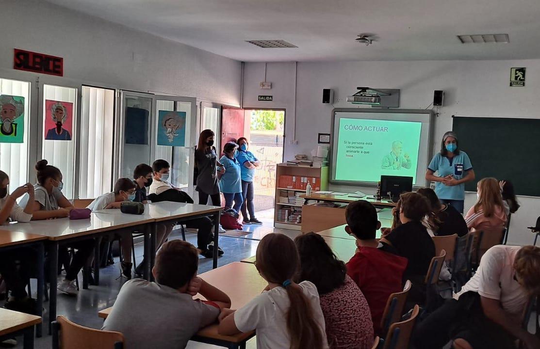 Un total de 200 estudiantes de Jerez, La Barca de la Florida y Chipiona reciben formación en reanimación cardiopulmonar
