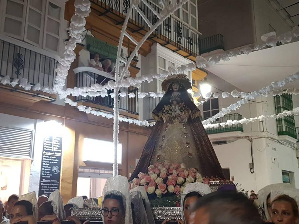 Video: La Virgen del Rocío, por las calles de El Puerto
