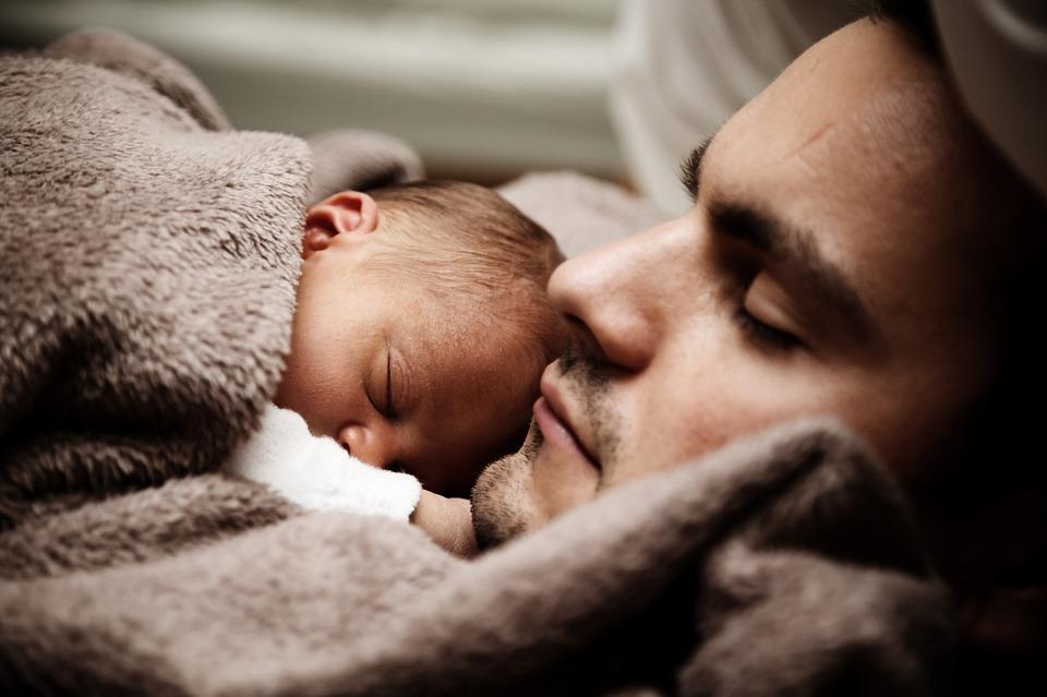 Proteger y hacer felices a cada integrante de la familia es la meta de los papás y las mamás