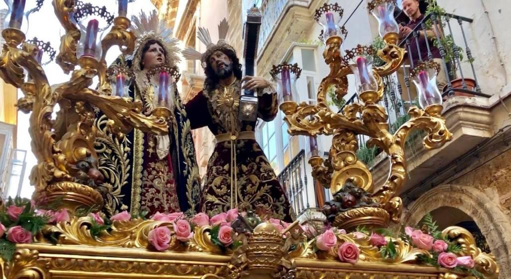 Cádiz: Una tarde de final de verano, teñida con perfiles de Jueves Santo