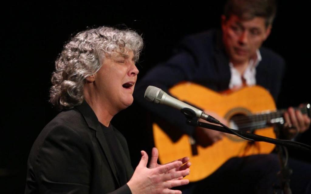 Mayte Martín cuelga el 'No hay billetes' para inaugurar los Jueves Flamencos de Otoño de CajaSol