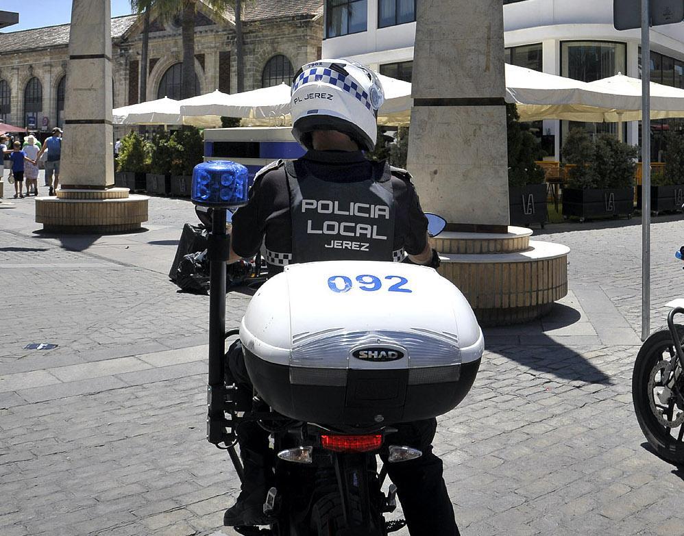 La Policía Local de Jerez detiene en Chapín a una persona por reclamación judicial tras intervenir en una agresión