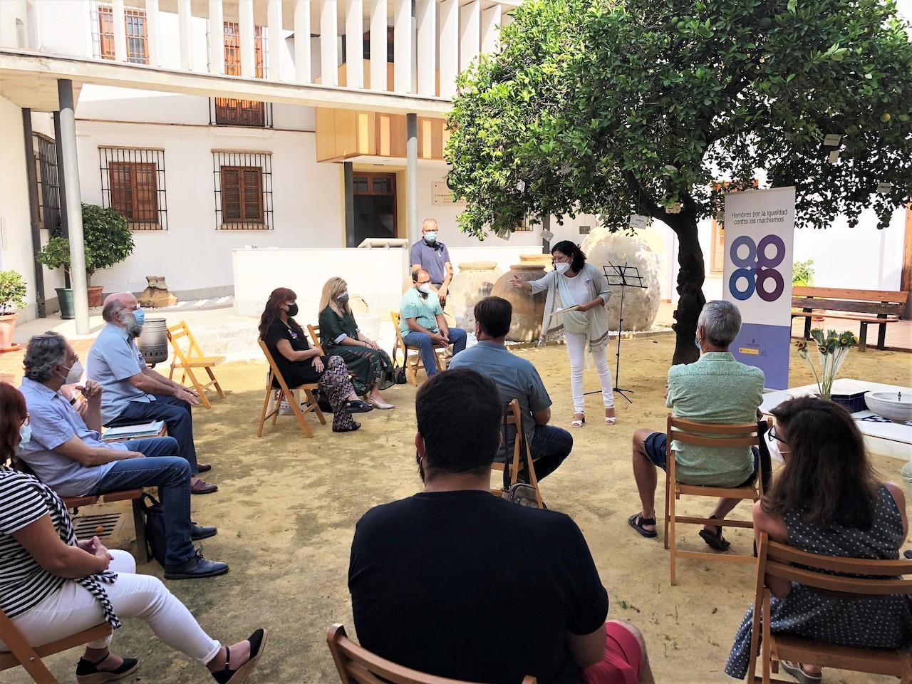 """El Gobierno socialista de Mamen Sánchez organiza un acto para hablar de las """"masculinidades pacíficas por la igualdad"""""""