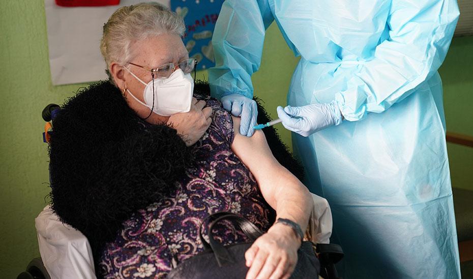 El SAS administrará la tercera dosis de la vacuna del COVID-19 en residencias de mayores desde el martes