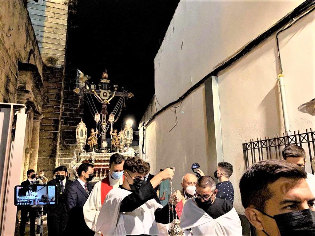 El 'Lignum Crucis' recorrió los exteriores de San Juan de los Caballeros