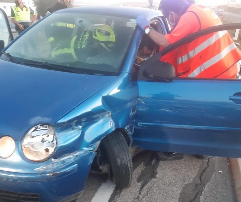 Rescatada en Jerez una mujer tras colisionar su coche contra un quitamiedos de la A-4
