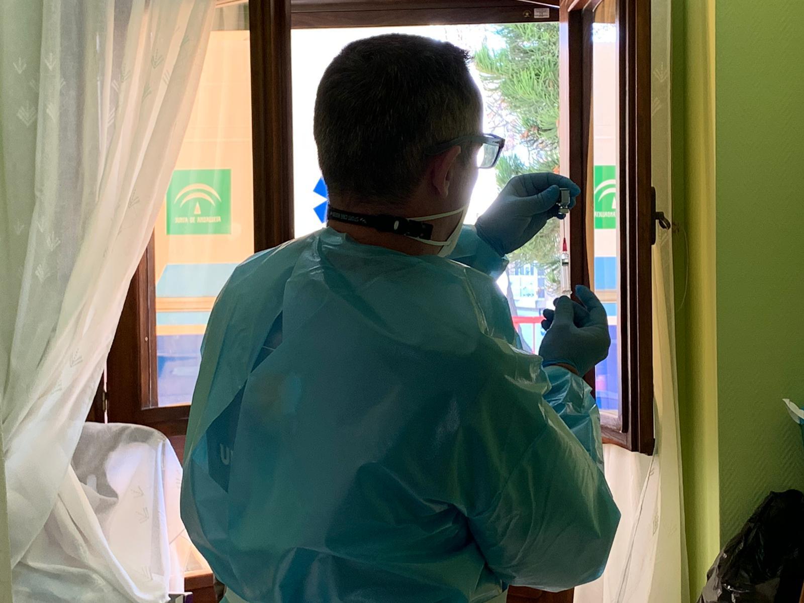 Comienza a administrarse la tercera dosis de la vacuna contra el COVID-19 en residencias de mayores de la provincia