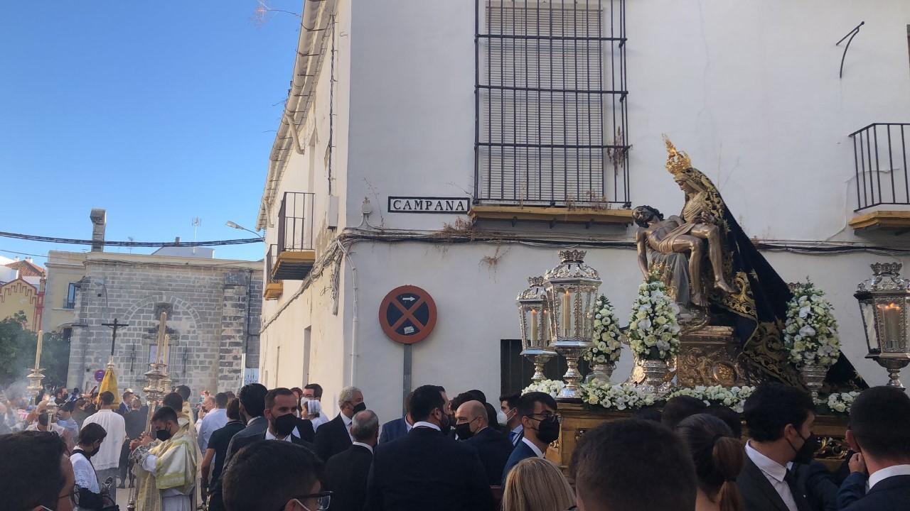 ...y la Virgen de las Angustias volvió a recorrer su barrio